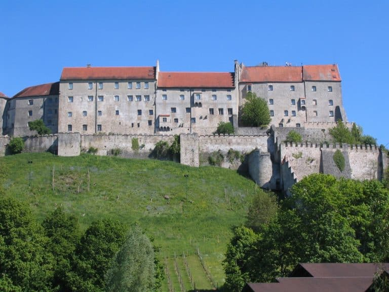 Traumhafter Blick auf Teile der Burganlage in Burghausen